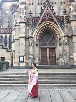ドイツ 「日本語と日本文化の深層」の講演(ザールラント大学)にて雅楽の紹介及び朗詠写真