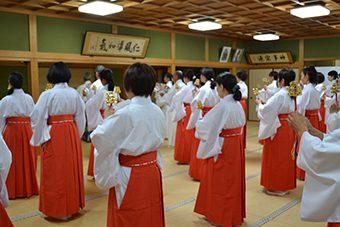 枚岡神社にて あけの舞夏期研修会1